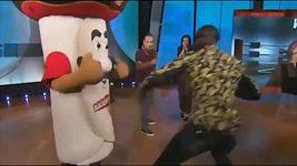 Boxer Deontay Wilder sestřelil maskota