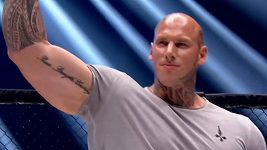 Martyn Ford vstoupí do MMA, v kleci bude bojovat 140 kilo živé váhy