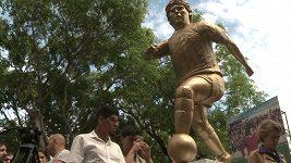 Maradona se dočkal dalšího velkého uznání, k narozeninám mu odhalili sochu