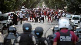 Řádění fanoušků v Buenos Aires