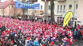 Tradičního běhu nedaleko Berlína se zúčastnilo přes 1200 Santa Clausů