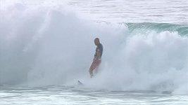 Parádní kousek surfisty Slatera