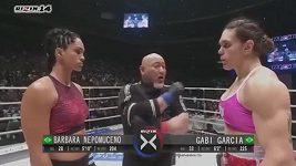Souboj obryň v MMA, který se odehrál v Japonsku.