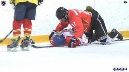 Trenér zachránil hokejistovi život