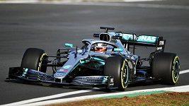 Lewis Hamilton testoval poprvé nový mercedes