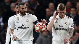 Zklamaní fotbalisté Realu Madrid po osmifinálovém vyřazení z Ligy mistrů od Ajaxu