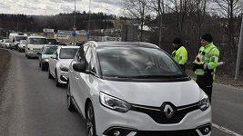 Policie řídí dopravu během SP v zimním středisku Šindlerův Mlýn