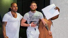 Slavný bojovník Conor McGregor byl zatčen v Miami poté, co zničil telefon fanouškovi