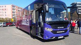 Hokejová reprezentace získala nový autobus před MS