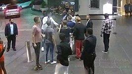 Miamský prokurátor zveřejnil video, jak McGregor zničil fanouškovi mobil