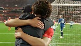 Útočník Benfiky Lisabon João Félix oslavil gól se svým bratrem Hugem Félixem, který během zápasu podával míče.