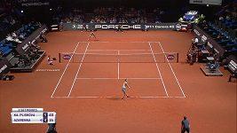Sestřih utkání Plíšková - Azarenková ve Stuttgartu