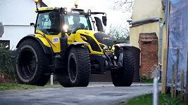 Macík s Brabcem řádili v traktoru na Rallye Šumava