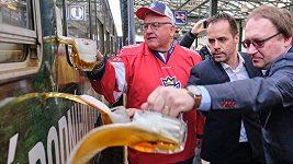 Speciální pivní vlak hokejových fanoušků odjel na MS
