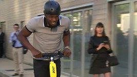 Usain Bolt představil v Paříži nový elektrický skútr