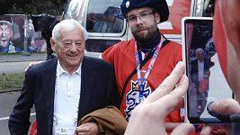 Legendární hokejista Jozef Golonka je smutný ze Slováků a věří, že Češi mistrovství světa vyhrají