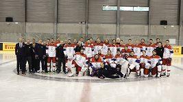 Bitvu o zrcadlo svedli před dnešním tréninkem čeští hokejisté. Na focení chtěli být co nejhezčí