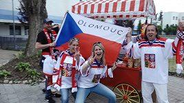 Co Čech, to hokejový trenér. Co fanoušci radí národnímu týmu před Kanadou? A věří mu?