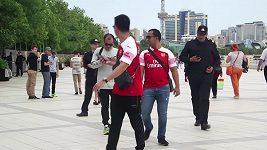 Fanoušky Arsenalu s Mchitarjanovým dresem zastavila policie