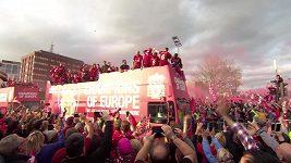 Liverpool slavil s fanoušky triumf v Lize mistrů v ulicích města