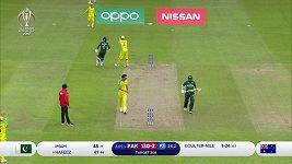 Ostuda při kriketu, australskému hráči spadly kalhoty.
