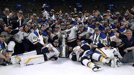 Jsou nejlepší. Historický triumf Blues, slaví Stanley Cup