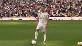 Hazarda vítali fanoušci na stadionu Santiago Bernabéu