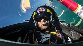 Martin Šonka obsadil v druhém dílu leteckého seriálu Air Race v Kazani třetí místo.