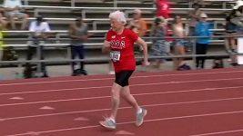 103letá běžkyně Julia Hawkinsová má přezdívku Hurikán