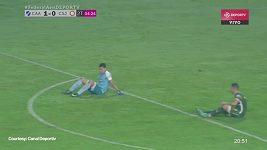 Fotbalisté v Argentině na protest proti výkonu rozhodčího přestali hrát a začali si sedat na trávník