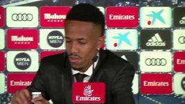 Posile Realu Madrid Éderu Militãovi se na tiskové konferenci udělalo nevolno.