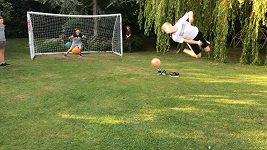 Třináctiletý freestyler předvedl parádní akrobatickou penaltu.