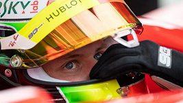 Mick Schumacher si vyzkoušel formuli, kterou proslavil jeho otec