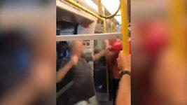 Fotbaloví fanoušci se porvali v londýnském metru
