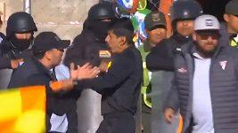 Bolivijský rozhodčí nařídil penaltu na základě imaginárního videa.