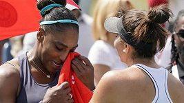 Serena Williamsová musela finálový zápas s Andeescuovou po čtyřech gamech vzdát
