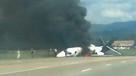 Závodník Dale Earnhardt Jr. a jeho rodina přežili leteckou havárii.