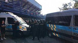 Policisté museli zasahovat na stadionu Sparty proti ultras Baníku