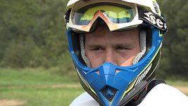 Boj mimo klec. Zápasník MMA Viktor Pešta vyzkoušel motorku v terénu. Jak dopadl?