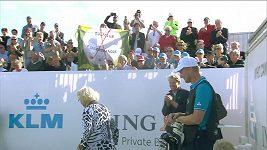 Stoletá golfistka v akci, hvězdy spěchaly gratulovat