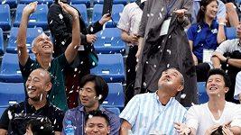 V Tokiu testovali chlazení diváků sněhem