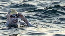 Američanka pokořila rekord. Lamanšský průliv přeplavala čtyřikrát za sebou