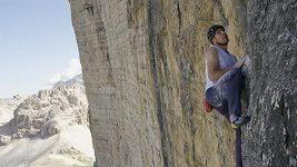 Spektakulární rekord Daniho Arnolda v lezení bez jištění