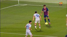 Dvacetiletý mladík Barcelony předvedl brilantní sólo zakončené patičkou