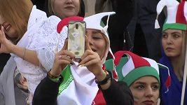 Takhle povzbuzovaly íránské fanynky v Teheránu domácí fotbalisty proti Kambodži