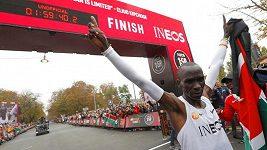 Živě: Olympijský vítěz Kipchoge se ve Vídni snaží zaběhnout maraton pod dvě hodiny