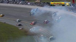 Divoká srážka aut při závodě