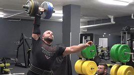 Strongman Lukáš Patera a jeho rekord ve zdvihu jednoručky