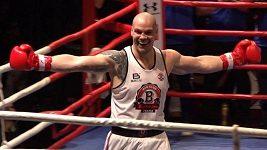 Těsně před finále chytil vítěznou štiku, pak boxer Ondřej Pála zničil soupeře ve 2. kole