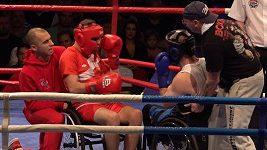Zaslouží velký respekt. Součástí boxerského MČR byly i zápasy v paraboxu